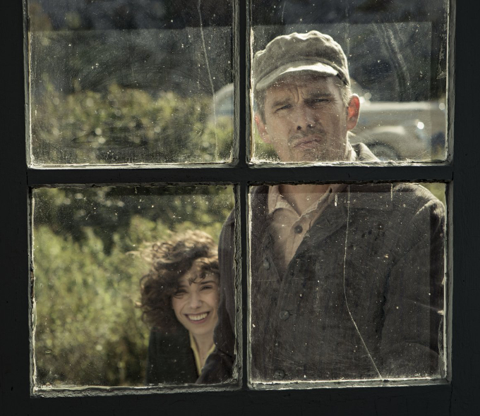 Ethan Hawke as Everett Lewis and Sally Hawkins as Maud in Maudie, 2016